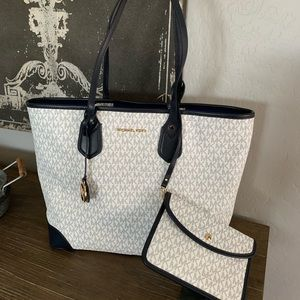 New Michael Kors large tote bag navy and white
